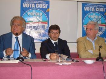 Conferenza Stampa con Nicola Cosentino (al centro)