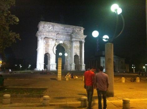 arco della pace notte