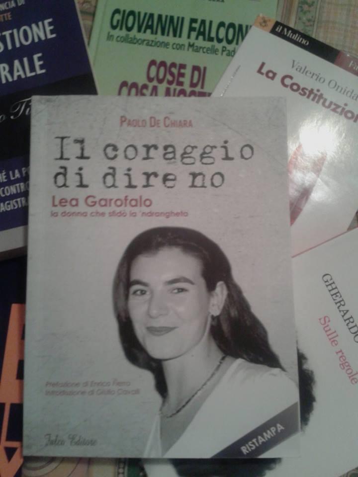 IL CORAGGIO DI DIRE NO. Lea Garofalo, la donna che sfidò la schifosa 'ndrangheta (Falco Editore, 2012)